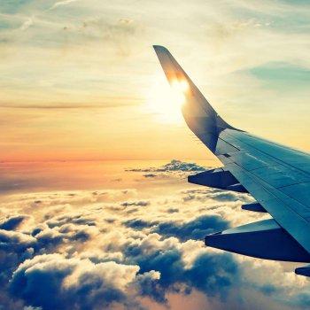 Flyvinge over skyene